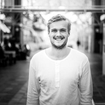 Kristoffer Sivertsen, Studentkonsulent